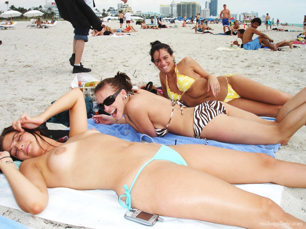 Picturea of topless women on beach can