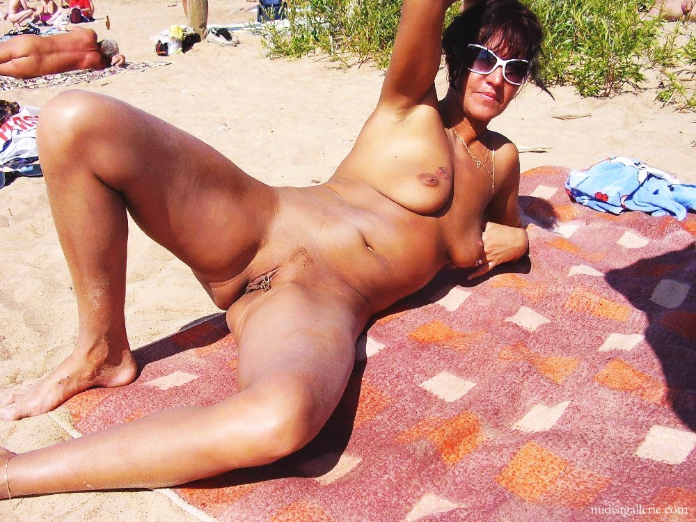 Women naked nudists older